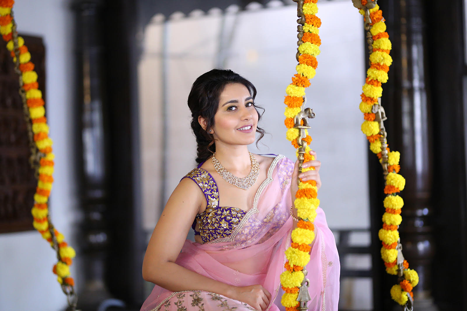 Super Cute yet Dazzling HD Photo Stills Of Raashi Khanna