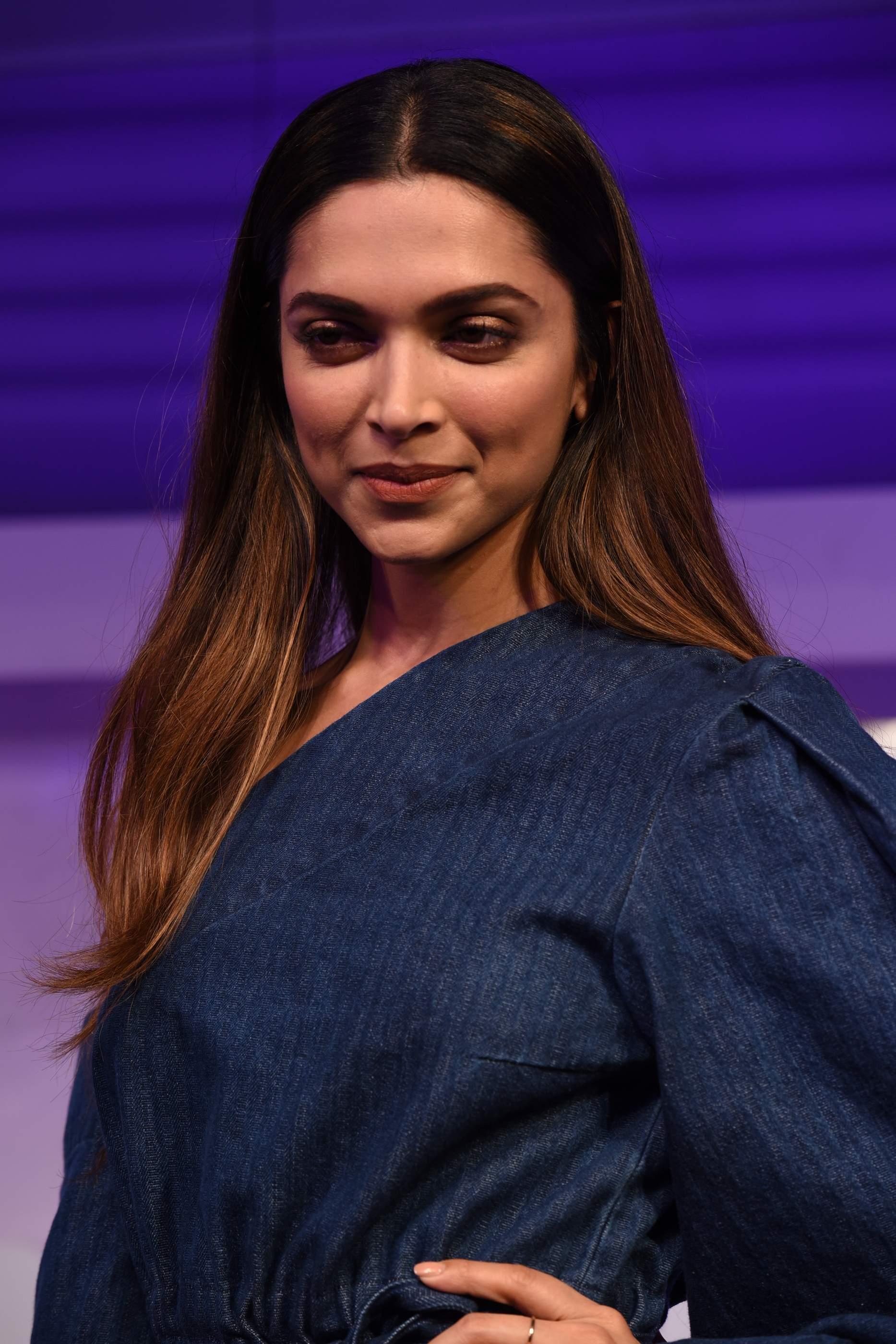 Beautiful Deepika Padukone, Soha Ali Khan & Neha Dhupia Beautiful Deepika Padukone, Soha Ali Khan & Neha Dhupia Gilette 1