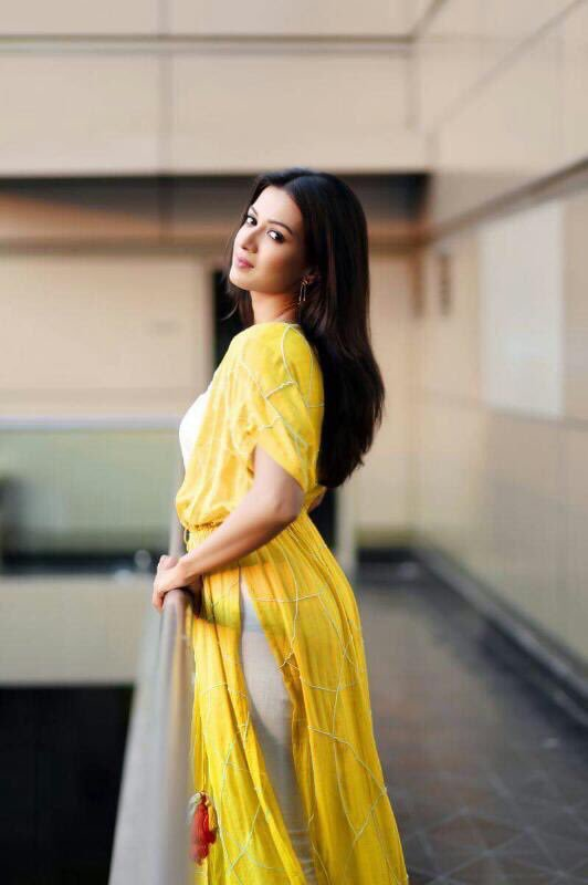 Super HOT Actress Catherine Tresa Sizzles In Stunning Outfit   Beautiful Indian Actresses